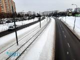 Trudny poranek dla kierowców w Poznaniu: Śnieg na ulicach, utrudnienia i kolizje. ZDM tłumaczy, że drogi odśnieżane były już w nocy