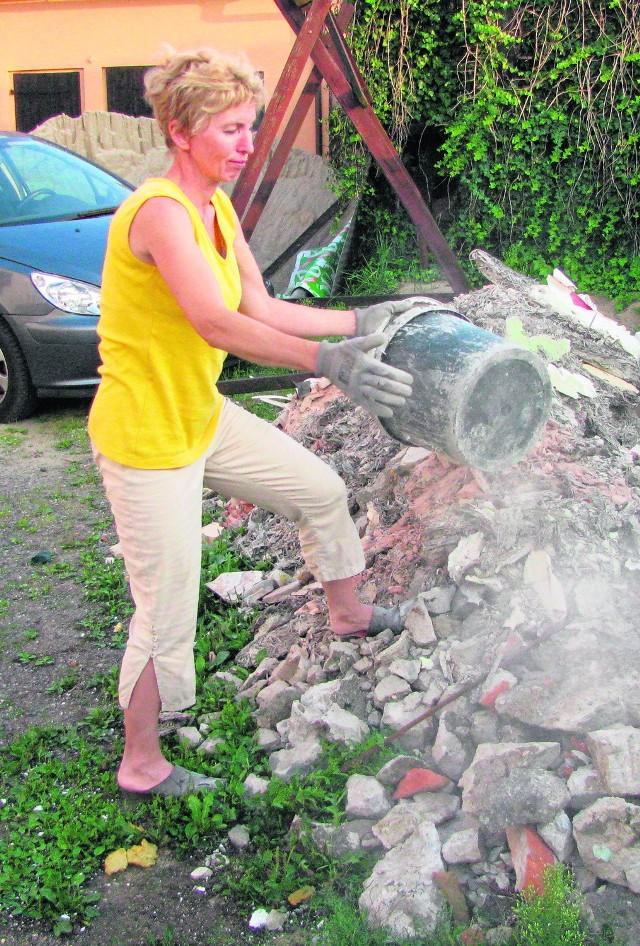 Maria Jedwabna całą sobotę wykorzystała nie na odpoczynek, ale na pracę przy remontowaniu domu, który mocno ucierpiał podczas listopadowego wybuchu