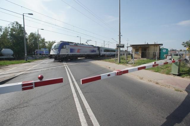 W 2019 r. 37 osób zginęło w wypadkach na przejazdach kolejowych, a w 2020  -32 osoby.