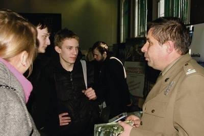 Do studiowania na uczelniach wojskowych zachęcał mjr Marek Sidorczuk. Fot. Bogdan Pasek
