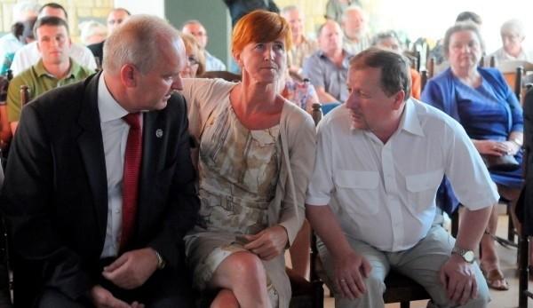 Działacze PiS z Gorzowa nie byli pocieszeni, kiedy na ekranach telewizorów pojawiły się sondażowe wyniki wyborów.