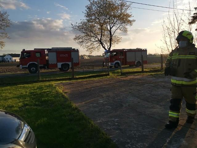 W miniony weekend w powiecie brodnickim doszło do dwóch pożarów, a jeden samochód uderzył w ogrodzenie i budynek portierni zakładu produkcyjnego.