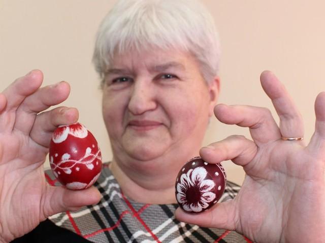 Zofia Orczyk z dumą prezentuje swoje wielkanocne pisanki