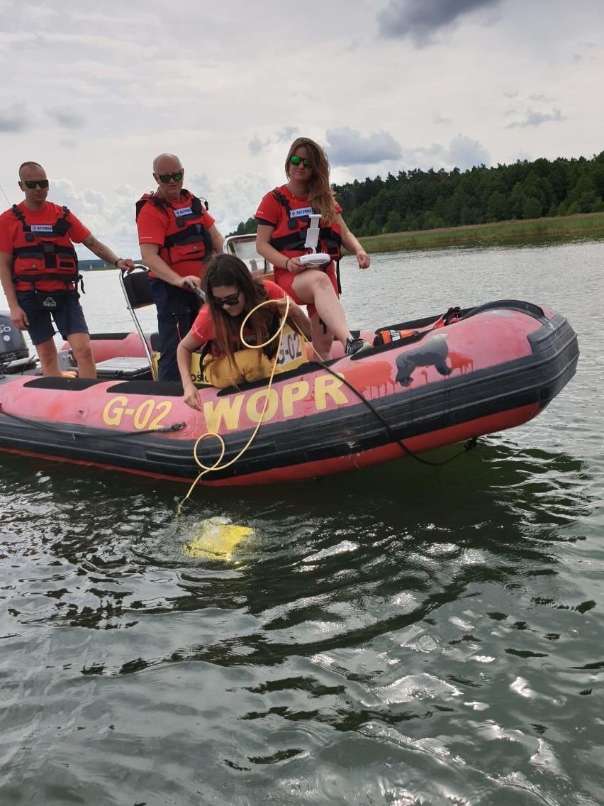 Akcja ratowników z gdyńskiego WOPR na jeziorze Kisajno -...