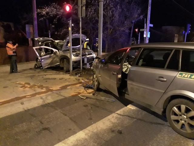 Wypadek na Wysockiego w Białymstoku. Dacia zderzyła się z oplem. Troje dzieci w szpitalu
