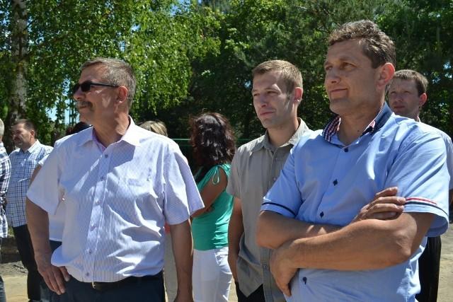 Uczestnicy spotkania ruszyli do sołectw, w których trwają bądź zakończyły się istotne inwestycje dla gminy Chełmża