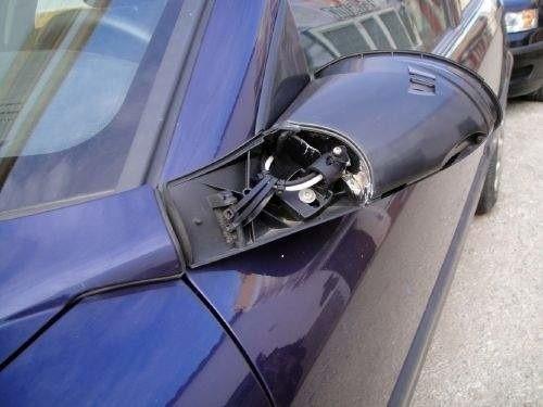 Młodzieńcy łamali lusterka samochodowe