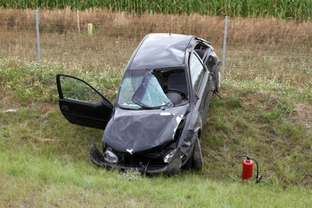 Samochód został poważnie uszkodzony.