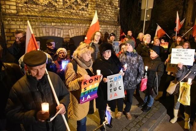 - Podczas protestów w obronie prawa do niezależnego od polityków sądownictwa czy w obronie praw kobiet w całej Polsce poznały się tysiące ludzi - zauważa Bogumił Kolmasiak. - Wytworzyła się swoista kultura protestu, z demonstracji na demonstrację udoskonalana.