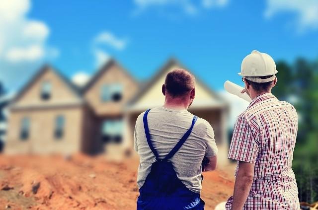 Jakich fachowców będziemy potrzebować budując dom? Już przed etapem planowania budowy domu warto dowiedzieć się, jakich fachowców będziemy potrzebować oraz jakich formalności musimy dopełnić.