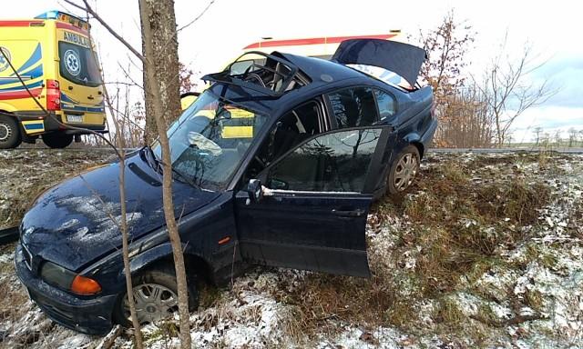 AKTUALIZACJAKarżniczna - Mianowice- 45-letnia kobieta kierująca pojazdem BMW straciła panowanie nad pojazdem i zjechała na lewą stronę jezdni - informuje st. sierż. Monika Sadurksa, oficer prasowy KMP Słupsk. -  Uderzyła w przydrożne drzewo.----------------------------------------Dziś rano (27.02) między Mianowicami a Zagórzycą doszło do groźnie wyglądającego zdarzenia drogowego. Według nieoficjalnych informacji od świadków zdarzenia kierująca BMW osoba utraciła panowanie nad autem i uderzyła w przydrożne drzewo. Jedna osoba miała zostać odwieziona do szpitala. Więcej informacji niebawem.
