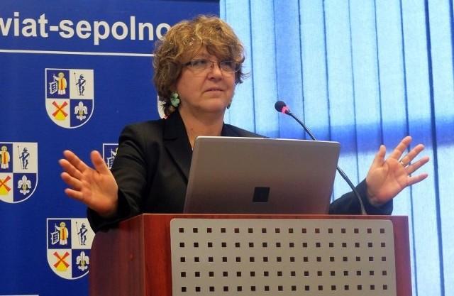 Ze statystykami i pierwszymi analizami podzieliła się z nimi szefowa wydziału powiatowej edukacji Gabriela Malczewska.