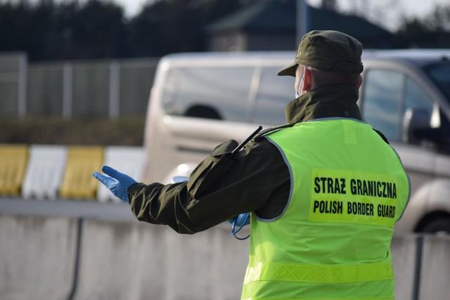 Słowacja i Czechy zamykają granice przez wzgląd na epidemię koronawirusa. Węgry wprowadzają stan wyjątkowy