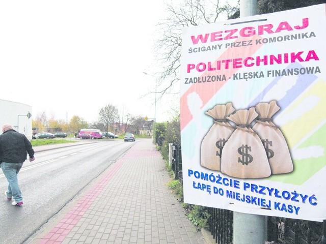 """Artur Wezgraj, kanclerz Politechniki Koszalińskiej i kandydat na prezydenta Koszalina, stał się obiektem ostrych ataków """"nieznanych sprawców"""", którzy na co dzień, w sieci, atakowali jego syna"""