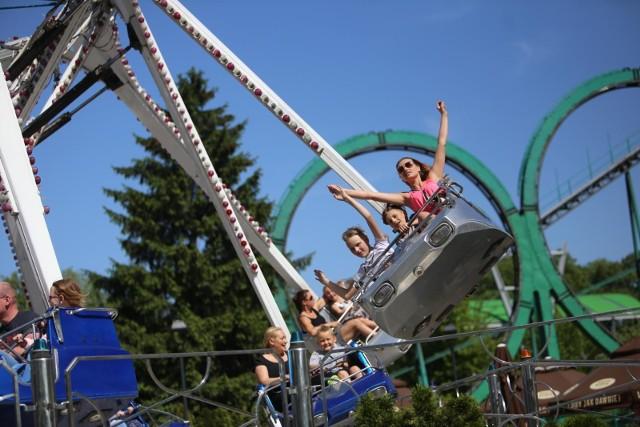 Pod Łodzią powstaje wielki całoroczny park rozrywki. Zajmie 50 hektarów. Będą rollercoastery, karuzele, labirynty i strzelnica. WIĘCEJ CZYTAJ NA KOLEJNYCH SLAJDACH.