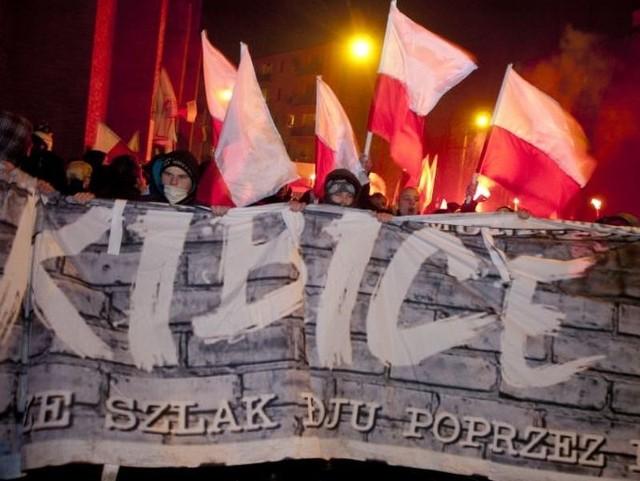 Tłum słupszczan oraz mieszkańców Pomorza przeszedł ulicami Słupska, by uczcić Dzień Pamięci Żołnierzy Wyklętych.
