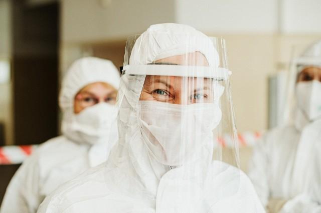 Wyjaśniamy, czy noszenie przyłbicy chroni przed zakażeniem koronawirusem