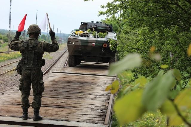 Od godzin porannych realizowany był załadunek sprzętu i żołnierzy 7 batalionu strzelców Konnych Wielkopolskich (7bSKW) na transport operacyjny w oparciu o rampę kolejową w Trzemesznie
