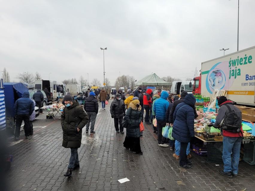 Ceny na giełdzie rolno-towarowej przy Andersa w Białymstoku, największej w mieście galerii na wolnym powietrzu. Co można było kupić?
