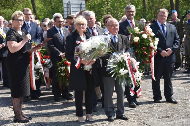 Niemiecki obóz w Potulicach oswobodzony został 73 lata temu, w styczniu. Główne uroczystości rocznicowe organizowane są jednak zawsze pod koniec  kwietnia, bo to miesiąc pamięci narodowej. Przyjeżdżają na nie autokarami z całej Polski setki osób, wśród nich rodziny tych, co zostali w Potulicach na zawsze i spoczywają na miejscowym cmentarzu. >> Najświeższe informacje z regionu, zdjęcia, wideo tylko na www.pomorska.pl
