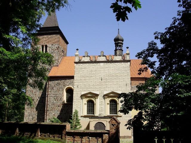 Kościelec Kujawski - gmina Pakość, powiat inowrocławski. Kościół św. Małgorzaty, romański, który powstał na przełomie XII/XIII wieku. W XV w. przebudowana została wieża, w XVI dobudowana kaplicę, w XIX przeszedł kolejną przebudowę