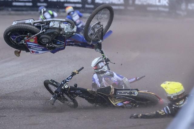 Drugi turniej żużlowego cyklu Grand Prix w Pradze został przerwany z powodu opadów deszczu.