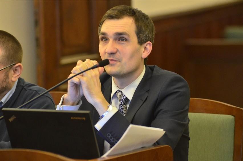 O przeprowadzenie kontroli w sprawie mobbingu w Biurze Rady...