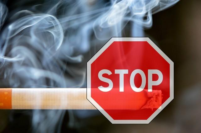 To już drugi przypadek złapania palacza na paleniu.