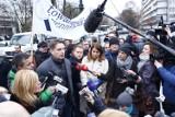 Protest dziennikarzy przed Sejmem. Kancelaria Sejmu wprowadza ograniczenia [ZDJĘCIA] [VIDEO]