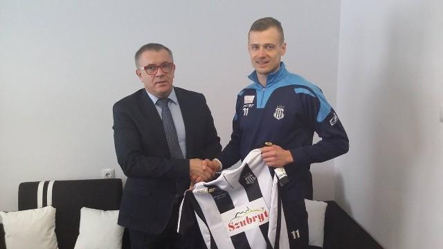 Prezes Sandecji Andrzej Danek i Adrian Basta