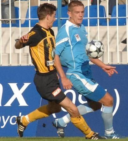 W ostatnim meczu u siebie z GKS-em Katowice Maciej Malinowski (z prawej) otworzył wynik. Dziś również liczymy na trafienie napastnika GKP.
