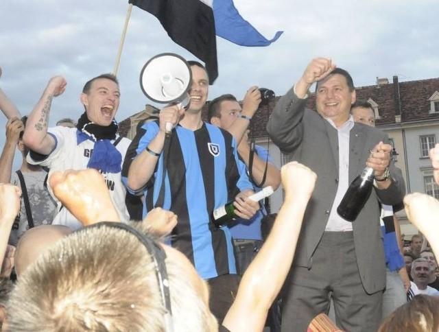 Tak Zawisza Bydgoszcz świętował 10 lat temu awans do pierwszej ligi.