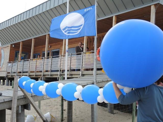 W poniedziałek (1 lipca) o godzinie 11.00 po raz kolejny na świnoujskiej plaży zawisła  Błękitna Flaga.