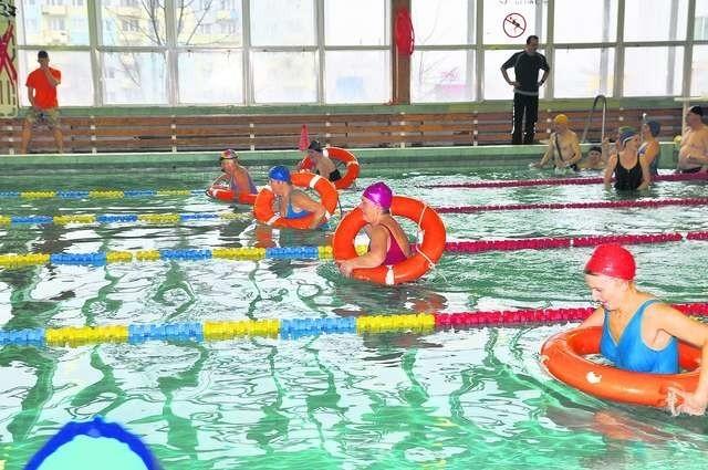 Seniorzy chętnie uczestniczą w dodatkowych zajęciach. Dużym zainteresowaniem cieszą się lekcje pływania dla osób 55 plus Fot.: Anita Etter