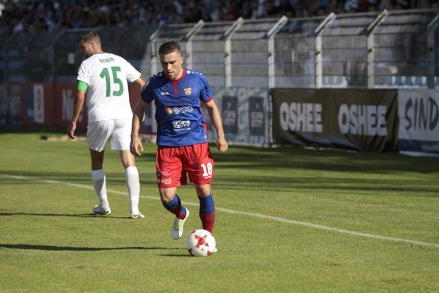 Łukasz Winiarczyk wiosną grał mało z powodu kontuzji. Teraz znów ma pewne miejsce na lewej stronie defensywy Odry.