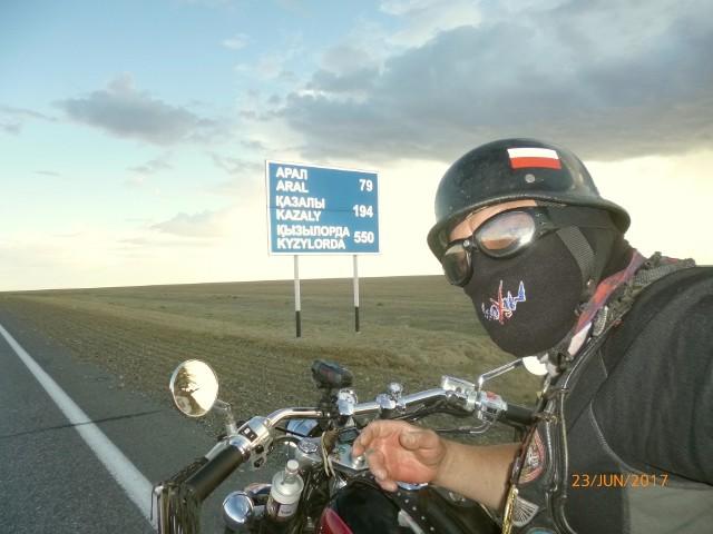 Pan Marek pojechał samemu w podróż motorem po Kazachstanie. Spotkał tam dobrych i szczęśliwych ludzi.
