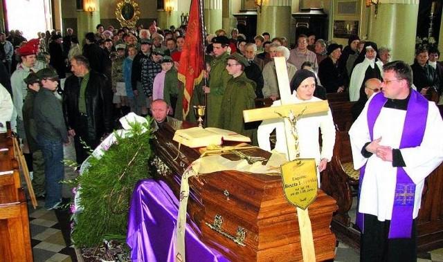 Część uroczystości pogrzebowych ks. Eugeniusza Beszta-Borowskiego odbyła się w bielskiej bazylice-kolegiacie pw. Narodzenia NMP i św. Mikołaja