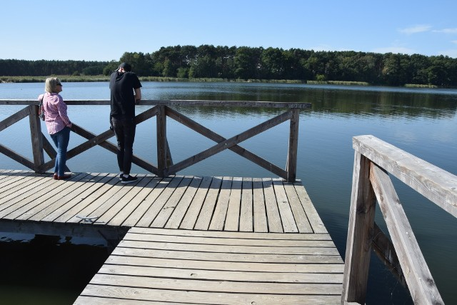 Jezioro Wojnowskie, park, miejscowość we wrześniowej krasie