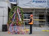 Zawieszenie wiechy na kolejnym budynku Centrum Medycyny Nieinwazyjnej. W przyszłym roku uroczyste otwarcie