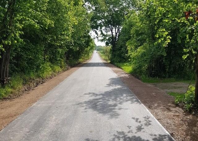Łącznie przebudowanych zostało 2,7 kilometra jezdni. Remont kosztował ponad 800 tysięcy złotych.