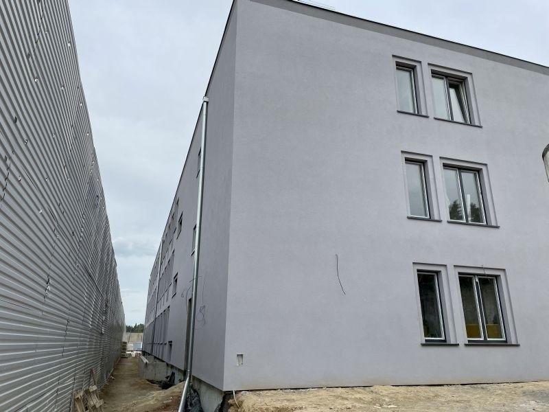 Trwa rozbudowa zakładu karnego przy ul. Beskidzkiej na łódzkiej Sikawie. W nowym pawilonie mieszkalnym zamieszka 250 recydywistów