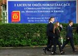 Matura w Krośnie. Egzamin z języka polskiego zdaje dziś ponad 1200 osób [ZDJĘCIA]