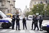 Francja: Atak nożownika na komendzie policji w Paryżu. Nie żyje 5 osób
