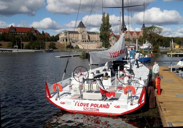 """PFN prowadzi kilka projektów. Jeden z nich to """"I love Poland"""", w jego ramach zakupiono jacht, który brał udział w regatach."""