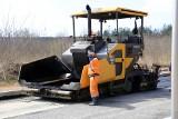 Stanęła budowa dróg na terenach inwestycyjnych w Ostrowcu. Jeden z pracowników kieleckiej firmy Trakt na kwarantannie, 50 osób czeka