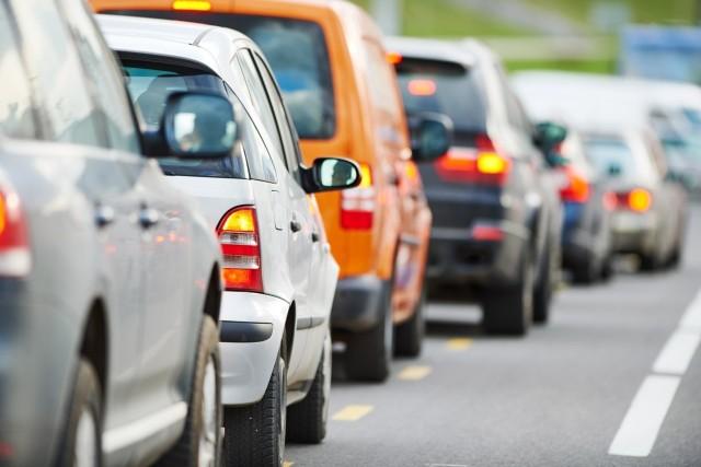 Zakaz jazdy na zderzaku nie do zweryfikowania przez policję?