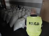 We Włocławku policjanci zabezpieczyli prawie 800 kg nielegalnego tytoniu. Sprawca wpadł podczas kontroli drogowej