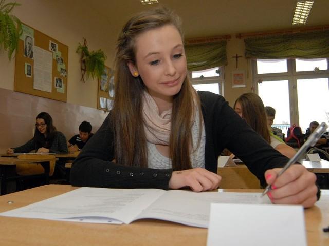 W Gimnazjum nr 2 w Rzeszowie próbny egzamin gimnazjalny rozwiązywało 92 uczniów.