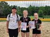 Siatkówka plażowa  Mistrzowskie tytuły Julii i Zosi z UKS Volley 34