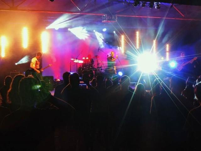 Migawka z gniewkowskiego festiwalu. Rok 2015. Na scenie Millenium.
